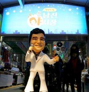 믿음여행사가 대한민국 대표 가수 남진과 함께하는 목포 유달산 꽃축제-갓바위-남진 야시장 기차여행을 선보인다고 8일 밝혔다 (사진제공: 믿음여행사)