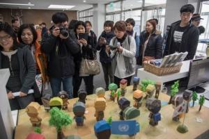 부산근대문화유적탐방 중 유엔평화기념관 방문 모습 (사진제공: 동명대학교)