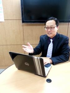 냉정하고 객관적인 1단계 입시컨설팅 상담을 하고 있는 전관우 대표 (사진제공: 알찬교육컨설팅)