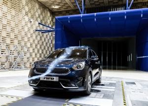 기아자동차가 하이브리드 소형 SUV 니로를 국내에 처음 공개했다 (사진제공: 기아자동차)