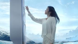 삼성전자가 바람 없이 자연의 쾌적함을 제공하는 무풍냉방 기능을 강조한 삼성 무풍에어컨 Q9500 TV 광고를 공개했다 (사진제공: 삼성전자)