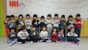 사랑의 동전모으기 캠페인에 참여한 송파청소년수련관 유아체능단 아이들 (사진제공: 한국청소년연맹)