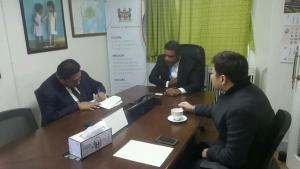 가운데 필리모네 카우 주한 피지 대사, 오른쪽 W-재단 이욱 이사장 긴급구호 회의 (사진제공: 더블유재단)