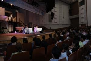 행사에는 약 8대 1의 경쟁률을 뚫고 선정된 한국 소설을 사랑하는 독자 300명이 함께했다