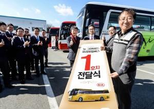 기아자동차가 그랜버드 프리미엄버스를 출시하고 도로위 1등석으로 불리는 프리미엄 고속버스 시장에 본격 뛰어든다