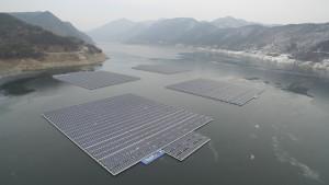 K-water가 신재생에너지 보급을 확대하고자 23일 16시 K-water 한강권역본부에서 한국전력공사와 수상태양광 개발 협력 협약을 체결한다