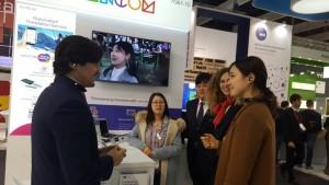 한컴그룹은 세계 최대의 통신업계 전시회인 모바일 월드 콩그레스 2017에 다양한 형태의 자동통번역 서비스를 선보이며 글로벌 통번역 시장 개척에 나섰다