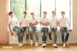 데뷔 19주년을 맞이한 국내 최장수 아이돌 그룹 신화의 팬들이 우물 기증으로 축하의 마음을 나눴다