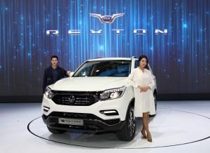 쌍용자동차가 2017 서울모터쇼 프레스데이 행사에서 티볼리에 이어 대형 SUV 시장을 주도할 G4 렉스턴을 세계 최초로 선보였다