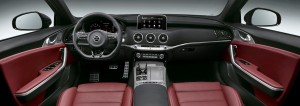 기아자동차는 25일 프리미엄 퍼포먼스 세단 스팅어의 고급스러운 내장인테리어와 다양한 주행 사양을 공개했다