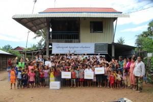 함께하는한숲과 KB국민카드가 캄보디아 프놈펜과 썸므라옹톰 지역 아동 및 청소년에게 KB 해피 프렌즈 나눔상자 100개를 전달하였다