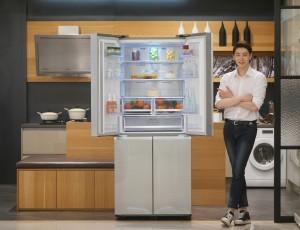 삼성 T9000은 메탈쿨링을 적용해 뛰어난 신선보관기능을 보유한 상냉장·하냉동 구조의 4도어 프리미엄 냉장고로 2012년 처음 출시된 이후 다양한 모델을 선보이며 라인업을 확대해 왔다