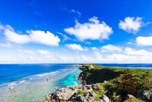 여행박사가 연령별 떠나기 좋은 여행지를 소개했다. 사진은 오키나와 해변 모습