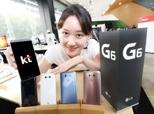 KT는 30일 LG전자의 새로운 G6 시리즈인 G6+와 G6 32GB를 출시하고 7월 초부터 전국 KT매장 및 직영 온라인 KT올레샵을 통해 본격적인 판매에 돌입한다