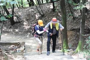 22일 서울시립북부장애인종합복지관 이용 고객 12명이 장애인 등산 프로젝트 거북이는 오른다에 참가해 도봉산 도봉옛길을 트레킹했다