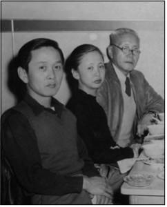 남산예술센터가 에어콘 없는 방을 14일 개막한다. 사진은 현순 가족사진이다. 왼쪽부터 현피터, 현앨리스, 현순(로스앤젤레스, 1948년) ⓒ David Hyun