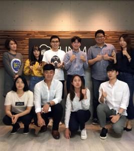 윈마이 CEO 왕양(윗줄 왼쪽 세 번째)과 윈마이코리아 CEO 이경규(윗줄 왼쪽 네 번째), 윈마이코리아 임직원 일동