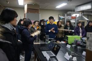 WISET 대전지역 충남대사업단이 18일 여고생들의 이공계 전공체험을 위한 미리가는 연구실 및 멘토링의 날 행사를 개최했다. 사진은 항공우주공학 체험