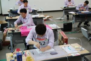 2017 서비스 기술올림픽에 참가한 LG전자 서비스 엔지니어들이 수리 실력을 겨루고 있다