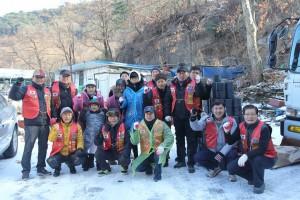 서울한성라이온스클럽이 희망사과나무와 함께 소외계층 아동·청소년 및 독거노인을 위한 사랑의 연탄을 전달했다
