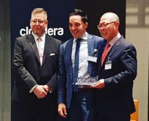굿모닝아이텍이 클라우데라가 수여하는 올해의 파트너상을 수상했다. 왼쪽부터 Guy van den Berg 파트너 세일즈 디렉터 APJ, Philippe Mariner 클라우데라 본사 VP Business Development 담당, 굿모닝아이텍 이주찬 대표이사