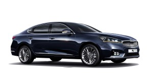 기아자동차가 4일 최신 ADAS 기술과 고객 선호 사양 확대 적용으로 상품성을 더욱 강화한 2018년형 K7을 출시하고 본격적인 판매에 돌입한다