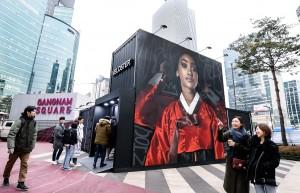 현대자동차가 서울과 부산의 주요 핫플레이스에 신형 벨로스터를 출시 전 관람할 수 있는 이동식 프라이빗 쇼룸 벨로박스를 운영한다