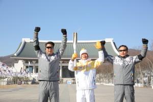 2018 평창 동계올림픽을 밝힐 성화가 17일 천안에서 봉송을 진행, 충남지역에서의 여정을 성공적으로 마무리했다