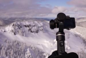 고프로 히어로 6이하 액션캠을 장착해 사용할 수 있는 페이유 G5 짐벌은 생활 방수가 가능하다. 틸팅과 패닝 작동 범위는 360도이며 롤링 작동 법위는 245도로 페이유 전용 한글 앱을 이용해 짐벌을 제어할 수 있다