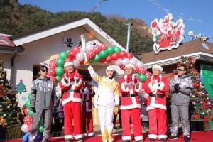 2018 평창 동계올림픽 경기장을 밝힐 성화가 25일 봉화군 산타마을에서 봉송을 진행했다