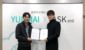 윈마이 코리아 이경규 대표(왼쪽)와 에스크기획 김준환 이사(오른쪽)가 28일 전략적 업무협약을 체결하고 기념 사진을 촬영하고 있다