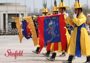 스타필드가 설 연휴 기간 조선 궁중행진곡 취타대 등 전통문화 공연을 개최한다. 사진은 취타대 공연 모습