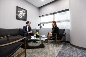 HJ 비즈니스센터 소호사무실이 프리미엄 비서 서비스인 호텔 컨시어시 서비스를 실시한다