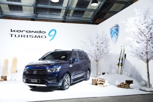 쌍용자동차가 3일 서울 성동구 레이어57에서 SUV 스타일을 강화하고 상품성을 높인 2018 코란도 투리스모 출시행사를 개최했으며 전국 판매네트워크를 통해 판매를 시작한다