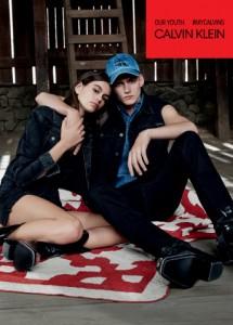 캘빈 클라인이 새로운 마이캘빈스 글로벌 광고 캠페인에 모델 카이아 거버와 프레슬리 거버 남매를 기용했다