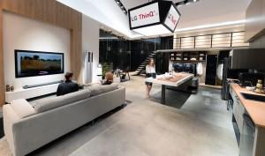 LG전자가 현지시간 9일부터 12일까지 미국 라스베이거스에서 열리는 세계 최대 IT·가전 전시회 CES 2018에서 인공지능을 탑재한 제품과 서비스를 대거 선보인다