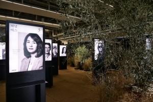 예스24가 연말에 진행된 올해의 책 투표 행사의 15주년을 기념해 17일까지 부산 F1963 석천홀에서 우리가 사랑한 24인의 작가들 - 박완서부터 조남주까지 전시회를 개최한다