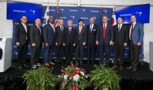 삼성전자가 12일 미국 사우스캐롤라이나주 뉴베리 카운티에 위치한 신규 가전 공장에서 김현석 삼성전자 소비자가전 부문장과 헨리 맥마스터 사우스캐롤라이나 주지사가 참석한 가운데 출하식 행사를 가졌다