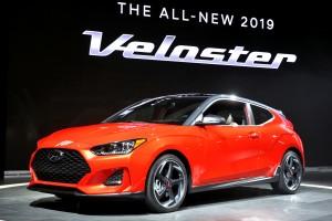 현대자동차가 2018년 첫 신차 신형 벨로스터와 벨로스터 N을 디트로이트에서 일반에 공개했다. 사진은 현대자동차 2018년 신형 벨로스터