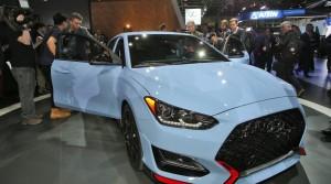 현대자동차가 2018년 첫 신차 신형 벨로스터와 벨로스터 N을 디트로이트에서 일반에 공개했다. 사진은 현대자동차 2018년 신형 벨로스터 N