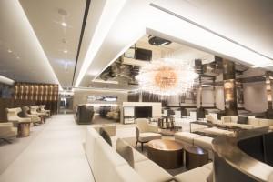 SK네트웍스 워커힐이 인천공항 제2여객터미널 내 프리미엄 라운지를 오픈했다. 사진은 마티나 골드 실내