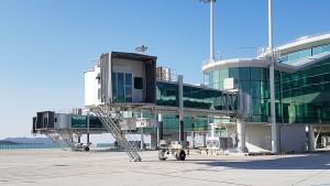 현대로템이 제작한 신형 탑승교가 인천국제공항 제2여객터미널에서 운용된다