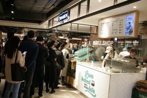1호점인 천호점 단일 매장으로 오픈 2개월만에 시나몬롤 누적 판매 개수 10만개를 돌파했다