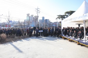 한국전기공사협회와 한국전력공사가 23일 대전광역시 유성구 일원에서 스마트 스틱을 배전 공사 현장에서 직접 사용해 보는 간접활선공법 시연회를 개최하였다