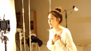 사노피-아벤티스 코리아가 부스코판의 2018년 새로운 광고 모델로 배우 성유리를 선정, 촬영 현장 비하인드 사진을 미리 공개했다
