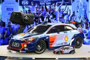 현대자동차가 타미야와 협업을 통해 탄생한 i20 Coupe WRC RC카를 2018 독일 뉘른베르크 완구 박람회에서 31일 최초로 공개했다