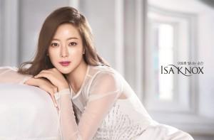 LG생활건강이 배우 김희선을 프리미엄 화장품 브랜드 이자녹스의 새 모델로 발탁했다