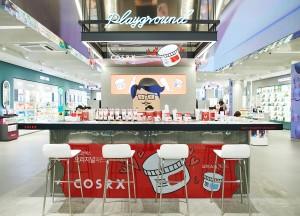 코스알엑스가 2월 한 달간 올리브영 명동 본점에서 플레이 그라운드 존을 운영한다