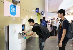코웨이가 말레이시아 쿠알라 룸푸르국제공항에 코웨이 정수기를 체험할 수 있는 Pure Zone을 운영한다
