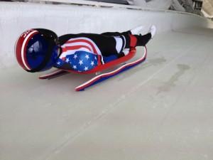 미국 루지 팀은 그들의 기술팀과 공식기술협력사인 다우가 제작한 썰매를 사용해 세계 각국의 올림픽 선수들과 경쟁했다. 이 두 조직은 2007년부터 협업해왔으며 트랙에서 탁월한 썰매 성능을 위해 과학, 공학 및 기술을 통합하고 있다